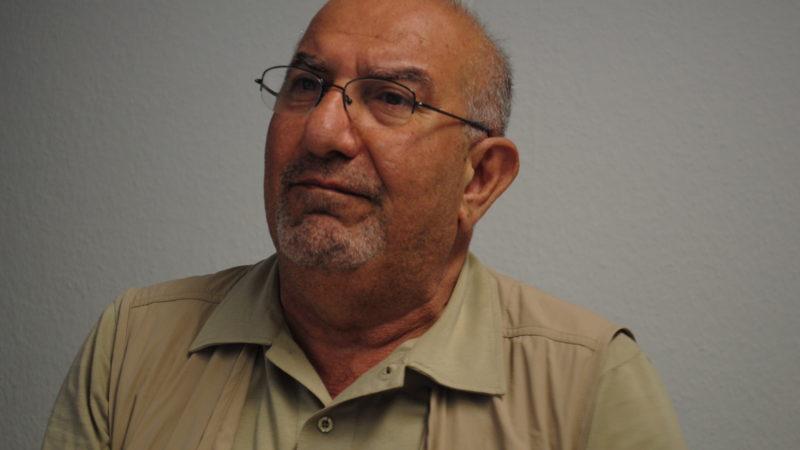 حسن حسام شاعر و فعال سیاسی میزبان تابستانی
