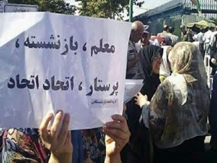 سخنرانی یکی از فعالین زن در تجمع اعتراضی بازنشستگان در تهران